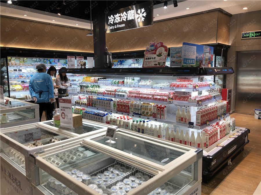 超市牛奶冷藏柜图片